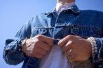 mężczyzna w koszuli, moda męska